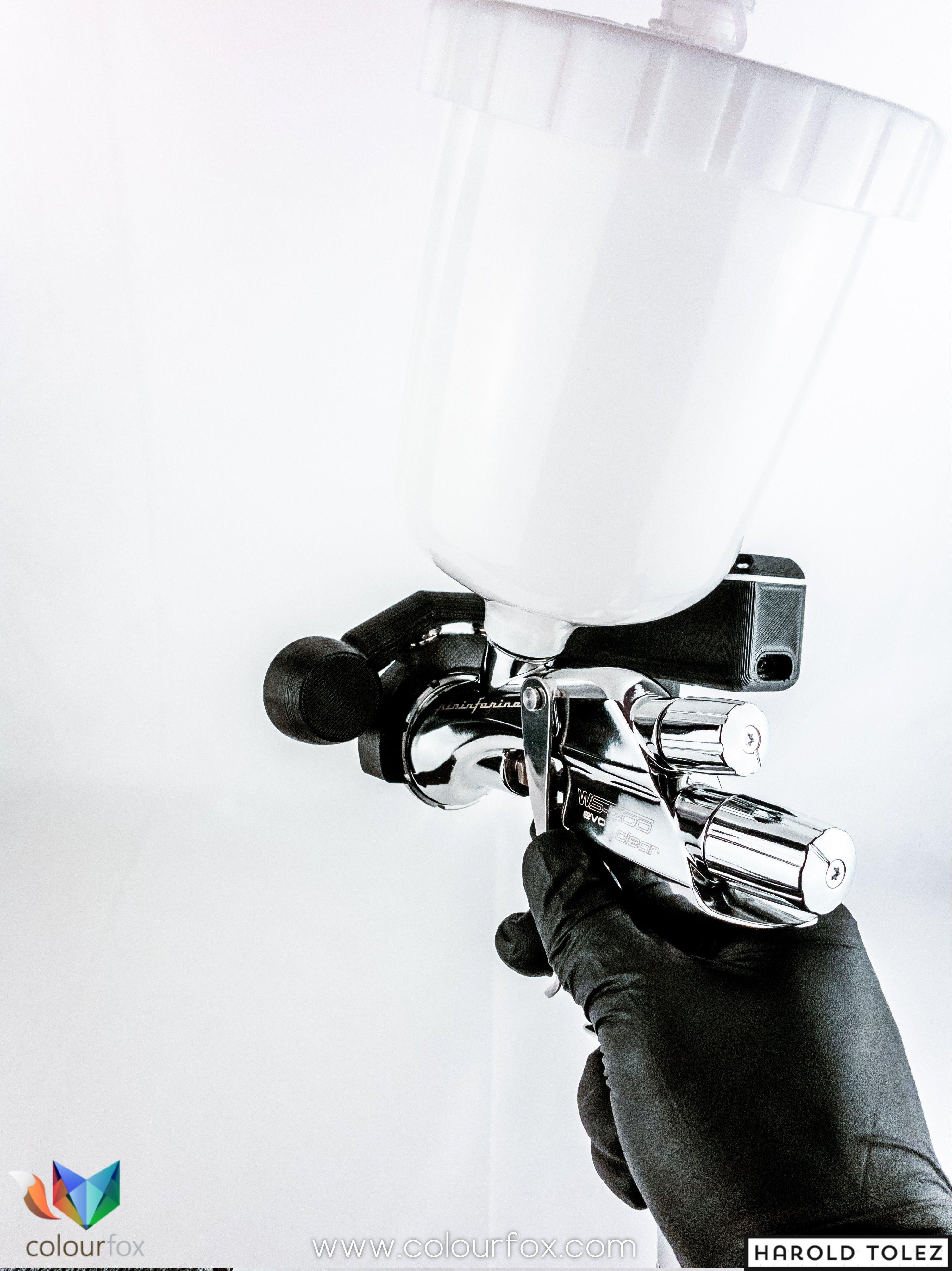 EyesLed colocado en una Pistola de pintado Anest Iwata como Luma III en Colourfox Paints