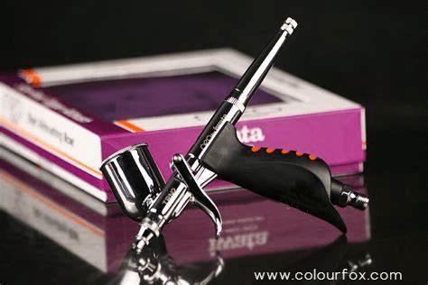 Aerografo Iwata HP-TRN2 Trigger Series en fondo negro