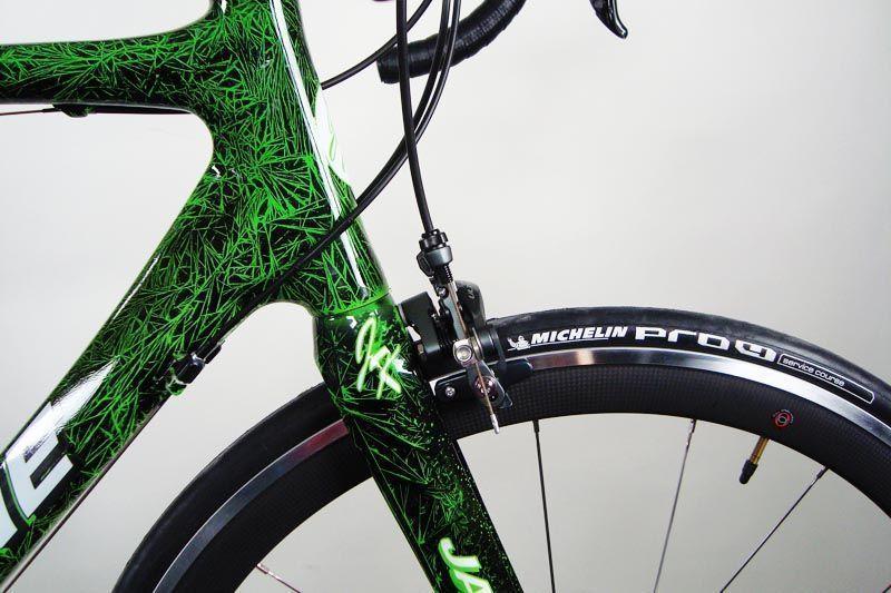 Barniz epoxi brillo transparente alto espesor para marcos de bicicletas en colourfox Paints